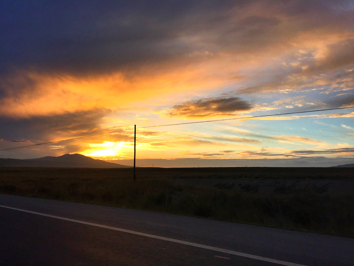 夕阳下的109国道