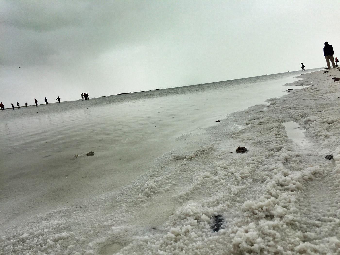 茶卡盐湖湖边