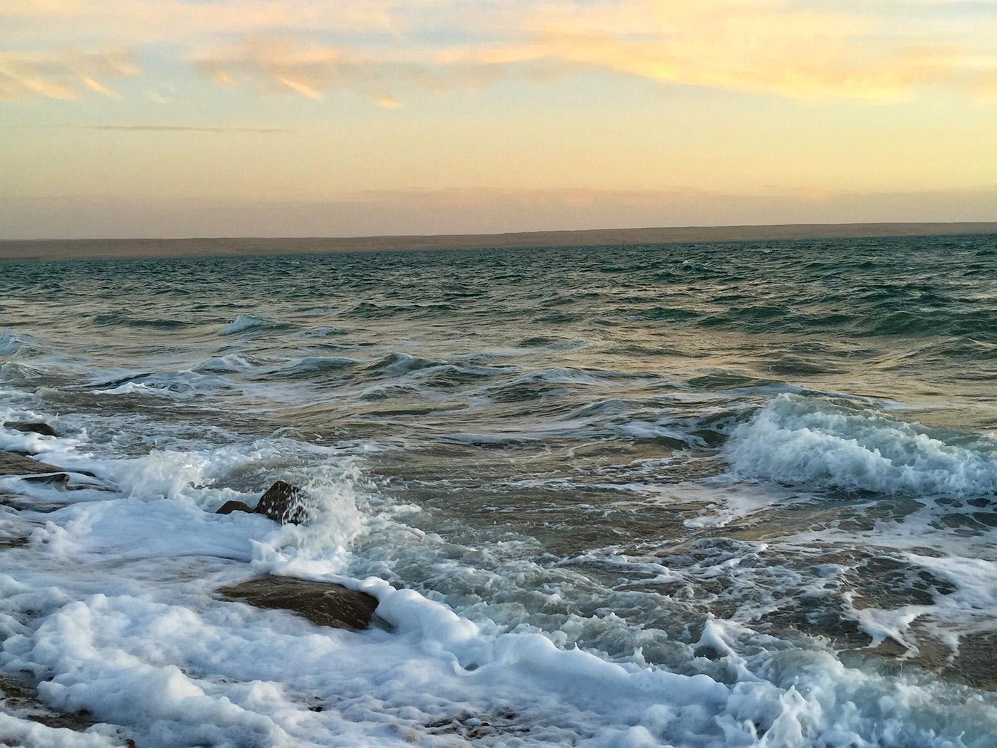 托素湖惊涛骇浪