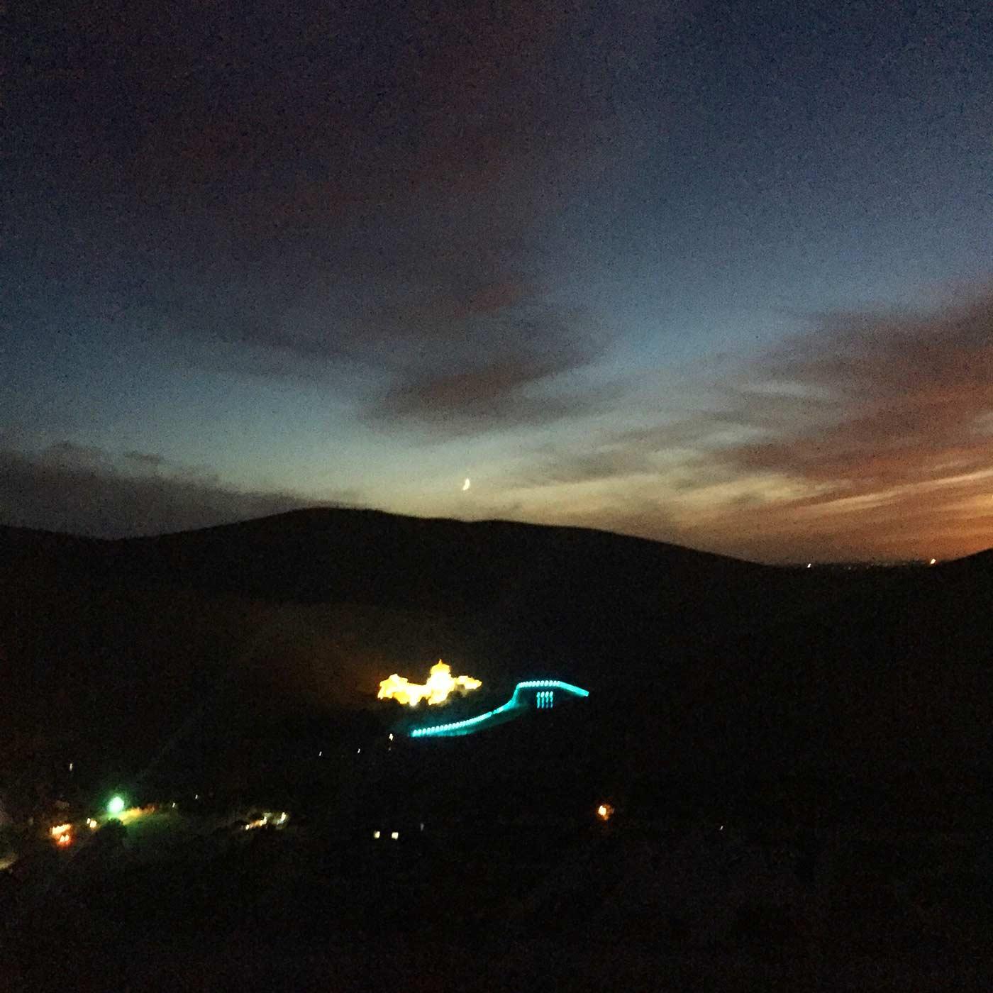 鸣沙山月牙泉夜景